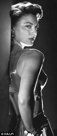 Ava Gardner. S)