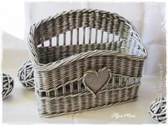 Crafts product Application of twisted flagella Decoupage Weaving Weaving of paper Tubes made ​​of paper Napkins made of vines Photo 12 Baskets On Wall, Storage Baskets, Wicker Baskets, Newspaper Basket, Newspaper Crafts, Basket Willow, Wooden Gift Boxes, Paper Weaving, Sewing Baskets