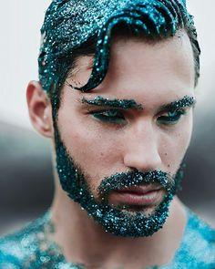 Sireno, fabuloso pelo azulado.
