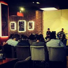 Herkes Alexander's Coffee'de canlı müzik keyfinde. Peki ya siz nerdesiniz? :)