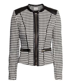Fitted jacket in woven houndstooth fabric with imitation leather details and front zip. Front pockets and cuffs with zips. Mode Chanel, Professional Wear, Tailored Jacket, Jacket Pattern, Sweater Jacket, Faux Jacket, Blazer Jacket, Work Attire, Mode Style