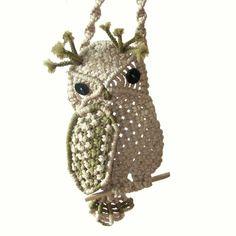Birds of the nodules: macrame owl for inspiration . Discussion on LiveInternet - Russian Service Online diary Macrame Colar, Macrame Owl, Macrame Jewelry, Crochet Owls, Owl Ornament, Micro Macramé, Macrame Design, Macrame Projects, Arm Knitting