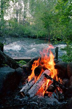 ognisko nad rzeką