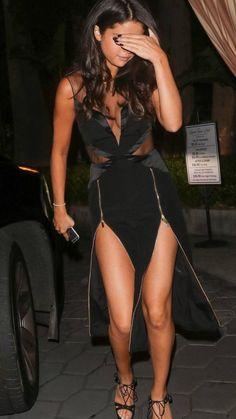 Selena Gomez Wallpaper, Britt Robertson, Selena Gomez Photos, Gal Gadot, Cara Delevingne, Angelina Jolie, Emma Watson, Demi Lovato, Wrap Dress