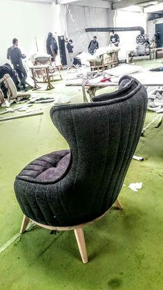 Home Decor Furniture, Sofa Furniture, Luxury Furniture, Furniture Design, Metallic Paint Colors, Sofa Chester, Latest Sofa Designs, Italia Design, Lounge Chair Design