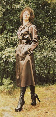 """Kingfisher Rainwear"" Rubber-lined Satin Mackintosh Green Raincoat, Hooded Raincoat, Vintage Boots, Vintage Leather, Raincoats For Women, Jackets For Women, Latex, Rubber Raincoats, Boots"