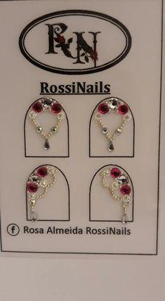 Nail Art Rhinestones, Rhinestone Nails, Gem Nails, Floral Nail Art, Beautiful Nail Designs, Nail Decorations, Finger, Nail Trends, Nail Arts