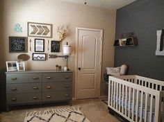 Love the mixed neutrals in this nursery. Tagged to us by @rachael_obella