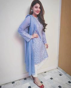 Indian Fashion Dresses, Pakistani Fashion Casual, Pakistani Dresses Casual, Pakistani Dress Design, Fancy Dress Design, Bridal Dress Design, Stylish Dresses, Casual Dresses, Casual Wear