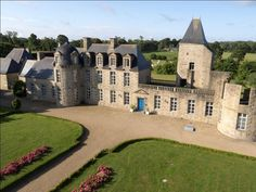 Welcome to the Relais du Silence Bois Guy, close to Rennes. Nice Castle isn't it ? French Castles, Brittany France, Mont Saint Michel, Villa, Guy, Cute Images, France Travel, Mansions, Architecture