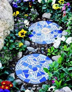 Mosaic Stepping-Stones by DiyCraftsToday