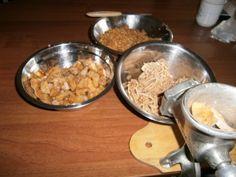 Prekladané oškvarkové pagáče (fotorecept) - obrázok 1 Dog Bowls, Ale, Biscuits, Oatmeal, Breakfast, Food, Hampers, Crack Crackers, The Oatmeal