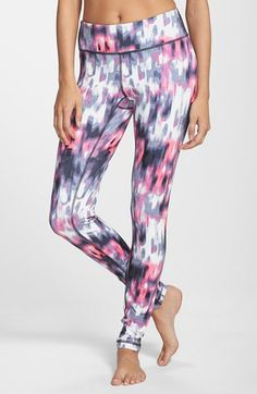 Zella 'Live In' Blur Print Leggings at Nordstrom.com. Lean leggings, ideal for working out or wearing out and about, are cut from a stretchy moisture-wicking knit and are sewn with flatlock seaming for a comfortable, chafe-free fit. We love that they're reversible from a smooth side to a warmer brushed one for twice the wear.