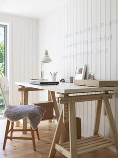 Love the plain office ~ and wish I knew what the quote on the wall said!