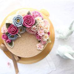 whitebeanpaste flower & ricecake  2nd. Basic class _ #ricecake #maisonolivia #beanpastemousse #whitebeanpast  #whitebeanpasteflower #koreaflowercake #korearicecake #flowercake #플라워케이크 #플라워케익 #대구플라워케이크 #메종올리비아 #앙금플라워떡케이크 #앙금플라워케익 #앙금플라워케이크