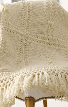 This collection of Bobble Stitch Crochet 36 Crochet Bobble Patterns features different kinds of projects that make use of the bobble stitch. From crochet squares to baby blankets to afghan patterns, this is great for your bobble stitch craving! Crochet Bobble, Crochet Throw Pattern, Stitch Crochet, Vintage Crochet Patterns, Crochet Afgans, Bobble Stitch, Manta Crochet, Single Crochet Stitch, Crochet Flower Patterns