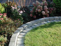 Avskilja  Kanta rabatter. Artikel från odla.nu. Lawn Edging, Garden Edging, Dream Garden, Home And Garden, Outside Patio, Garden Stones, Front Yard Landscaping, Garden Planning, Garden Inspiration
