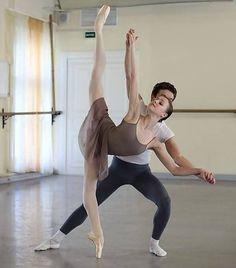 Ballet pics, gifs & the all new ballet memes, courtesy of my big rolling head. Ballet Images, Ballet Pictures, Dance Pictures, Ballet Barre, Ballet Class, Ballet Dancers, Dance Photography Poses, Dance Poses, Vaganova Ballet Academy