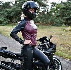 Lady Biker, Biker Girl, Bike Leathers, Promo Girls, Ride Out, Motorbike Girl, Motorcycle Helmet, Dirt Bike Girl, Leder Outfits