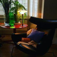 Sunday morning chair...#bestofdanish #hanswegner #svenskttenn #illumsbolighus #illums #scandinavianhome #louispoulsen #poulhenningsen  #danishmodern #danishfurniture #petershamnurseries #farriwandballshadedwhite #oxchair