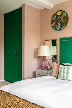 Master bed bedroom green and pink rattan cane furniture pink glass lampshades built in wardrobe bespoke joinery. Cute Home Decor, Home Decor Signs, Vintage Home Decor, Cheap Wall Decor, Cheap Home Decor, Home Decor Bedroom, Living Room Decor, Living Rooms, Sheila E