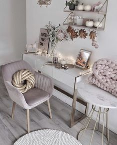 47 chic and cozy home office space ideas! Cozy Home Office, Home Office Space, Home Office Design, Pink Office Decor, Home Office Decor, Home Decor, Home Living, Living Room Decor, Bedroom Decor
