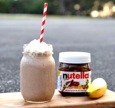 This Banana Nutella Smoothie Recipe is just sweet enough and a perfectly refreshing start to my day. Next time you are in the mood for a delicious sweet treat try this Banana Nutella Smoothie. Nutella Smoothie, Smoothie Drinks, Healthy Smoothies, Healthy Drinks, Smoothie Recipes, Nutella Milkshake, Healthy Nutella Recipes, Healthy Snacks, Puddings