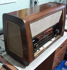 Radio Vintage, Antique Radio, Vintage Tv, Vintage Music, Poste Radio, Old Time Radio, Retro Radios, Old Tools, Phonograph
