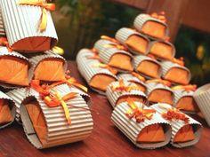 Ideias de lembrancinhas de casamento com suculentas | Casar.com Pop Up Cafe, Terrarium Wedding, Food Design, Bakery, Cookies, Desserts, Minis, Pizza, Packaging