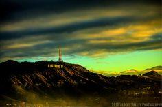 今日の一枚はこちら!ハリウッドサインのちょっと変わったアングル。光もとてもきれいですねー     FlickrのAlbert Vallesさんの作品です。