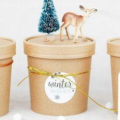 Das erste weihnachtliche Projekt aus dem #miomodokreativteam ist fertig! 🎄 Ich liebe diese Becher ❤ Damit kann man so tolle Verpackungen zaubern. Ideal auch für süße Leckerchen da lebensmittelechter Beschichtung innen 😉 Auch in weiß erhältlich! Danke @mojosanti 😘 #blankobecher #Verpackung #geschenkverpackung  SHOP▶www.miomodo.de