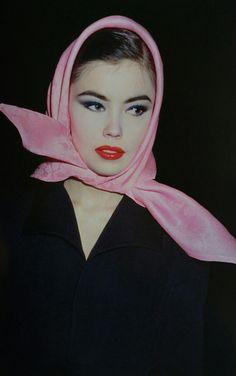 Tatiana Sorroko en Janvier 1992. Haute couture été 1992. Photo Roxanne Lowit.