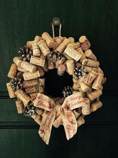 Christmas wreath cork Wine garland ideas Shabby chic home Made - merry christmas. Christmas wreath cork Wine garland ideas Shabby chic home Made - merry christmas. Weihnachtskranzkorken Weingirlandenideen Shabby Chic Home Made - Frohe ideas For Kids Wine Craft, Wine Cork Crafts, Wine Bottle Crafts, Crafts With Corks, Wine Cork Wreath, Wine Cork Art, Cork Garland, Wine Corks, Diy Christmas Decorations