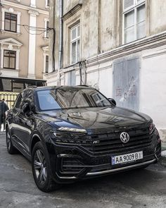 New Volkswagen Touareg R-Line ? Ford Mustang Wallpaper, Range Rover Supercharged, Vw Tiguan, Vw Touareg, Volkswagen Jetta, Car Brands, Exotic Cars, Luxury Lifestyle, Cars And Motorcycles