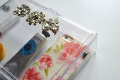 Living In Vogue: DIY: Transparent Clutch