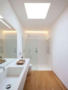 Baño blanco y en madera