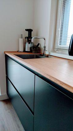 Kvik kitchen Tinta Black Bamboo countertop Kitchen Area, Dream Kitchen, Kitchen Remodel, Kitchen Countertops, New Kitchen, Modern Kitchen Design, Kitchen Renovation, Kitchen Design, Bamboo Countertop