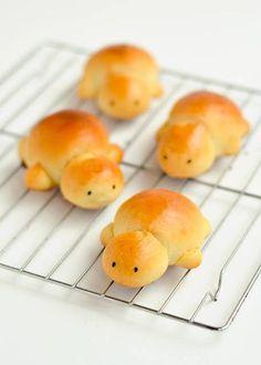 Sweet Milk Turtle Bread 16 Adorable Animal-Shaped Bread Recipes For Kids Bread Recipes For Kids, Baking Recipes, Cute Food, Good Food, Yummy Food, Animal Shaped Foods, Kreative Snacks, Bread Art, Bread Shaping