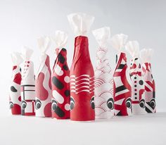 Japanese packaging design: the play of accents, traditions and extremes Japanese Graphic Design, Graphic Design Layouts, Graphic Design Typography, Graphic Design Illustration, Branding Design, Japanese Typography, Design Packaging, Design Illustrations, Kids Packaging