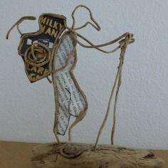 Afbeeldingsresultaat voor ficelle et papier Sculptures Sur Fil, Wire Art Sculpture, Wire Crafts, Driftwood Art, Diy Dollhouse, Wire Work, String Art, Shadow Box, Wire Jewelry
