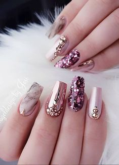 Nail art Christmas - the festive spirit on the nails. Over 70 creative ideas and tutorials - My Nails Ongles Bling Bling, Rhinestone Nails, Pink Bling Nails, Sparkly Nails, Best Nail Art Designs, Acrylic Nail Designs, Glam Nails, My Nails, Nail Art Strass