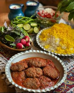 Wallpaper Shelves, Cute Cat Wallpaper, Iran Food, Yummy Bites, Persian Culture, Culinary Arts, Iranian, Bakeware, Food Photography