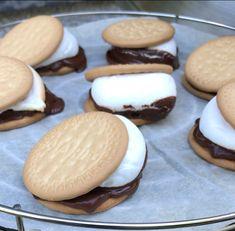 S' Mores op de Cobb - Mijn Cobb Cobb Cooker, Cobb Bbq, Bbq Desserts, Marshmallow Cookies, Vegetarian Barbecue, Biscuits, Bbq Food, Yummy Food, Sweets