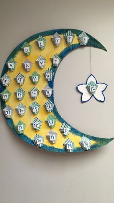 From making Ramadan paper lanterns, to drawing crescent moons and stars on the w… - Diy Home Decor Eid Crafts, Ramadan Crafts, Diy And Crafts, Crafts For Kids, Kids Diy, Decor Crafts, Ramadan Tips, Design Crafts, Diy Wanddekorationen