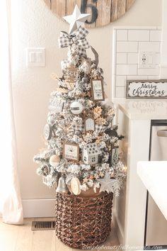 A Farmhouse Style Christmas Tree | Simply Beautiful By Angela Elegant Christmas Trees, Flocked Christmas Trees, Woodland Christmas, Rustic Christmas, Christmas Home, Christmas 2019, White Christmas, Christmas Wreaths, Xmas