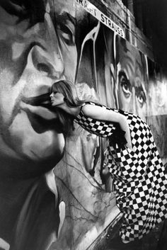Steve Schapiro Nico, Artkraft Strauss Signs, New York 1965