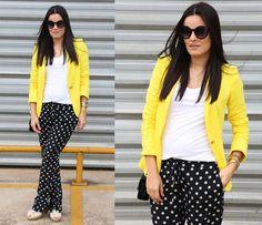 look com calça de poás e blazer amarelo