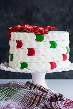Such a FUN way delight friends and family for Christmas! #baking #cakedecorating #christmascake #christmas