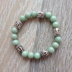 Armband van 8mm olijfgroen jade met metalen Boeddha kralen. Van JuudsBoetiek €8,00. Te bestellen op www.juudsboetiek.nl.