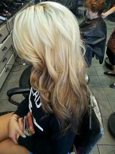 Reverse ombre hair..Now this looks pretty!!.....If I had blonde hair lol light to dark. Doing this when my hair gets longer